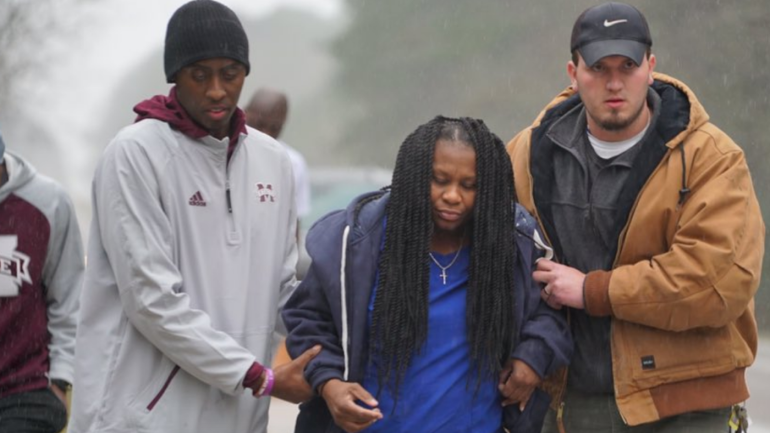Mississippi State basketball team comes to aid of woman who flipped her car