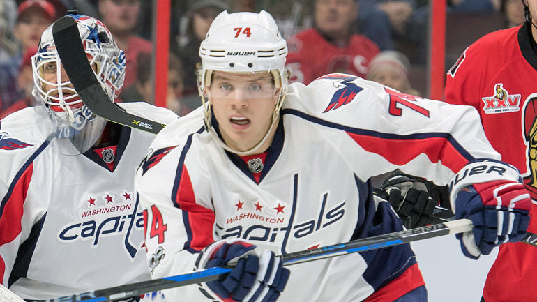 4420bf8eec8 Capitals sign John Carlson to 8-year