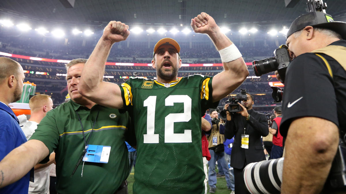 Aaron Rodgers takes shot at Falcons over fake crowd noise