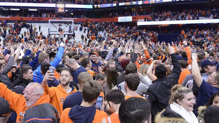 WATCH: Syracuse fans storm court after upset win over No. 6 Florida State