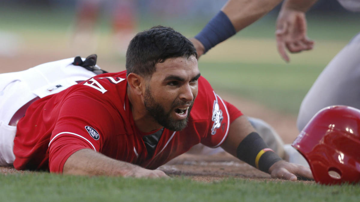 MLB hot stove: Red Sox sign infielder Jose Peraza to one-year deal, report says