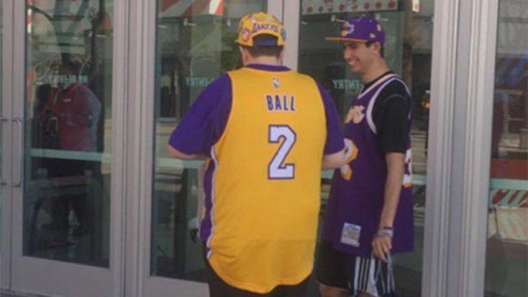 LOOK: An optimistic L.A. fan is already rocking a Lonzo Ball Lakers jersey - CBSSports.com