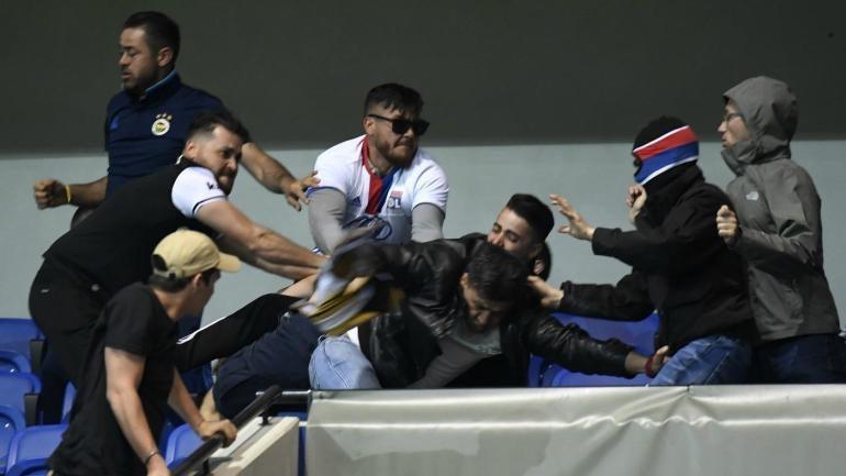 Europa League: Violence breaks out before Lyon vs. Besiktas, fans take refuge on field