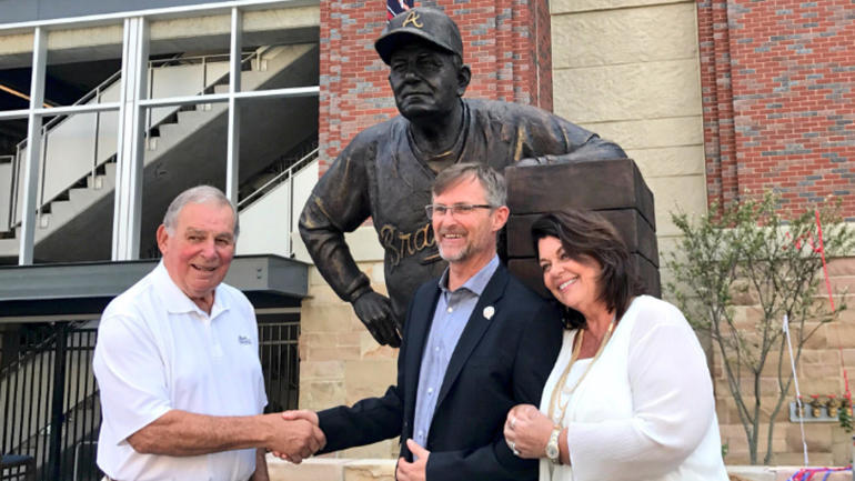 LOOK: Here's what the Bobby Cox statue at the Braves' SunTrust Park looks like