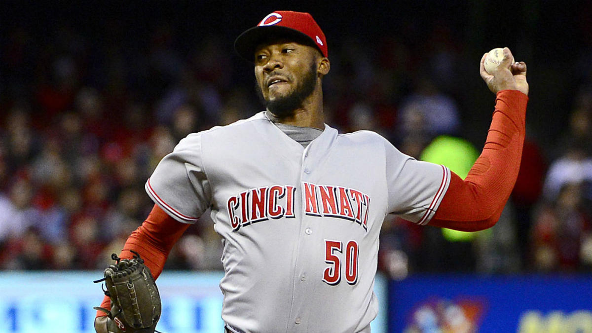 Reds' Amir Garrett runs off field in hilarious fashion to avoid confrontation with Cubs' Kyle Schwarber