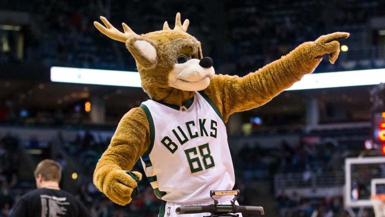 NBA Playoffs 2017: Bango the Milwaukee Bucks mascot trolls the Toronto Raptors - CBSSports.com