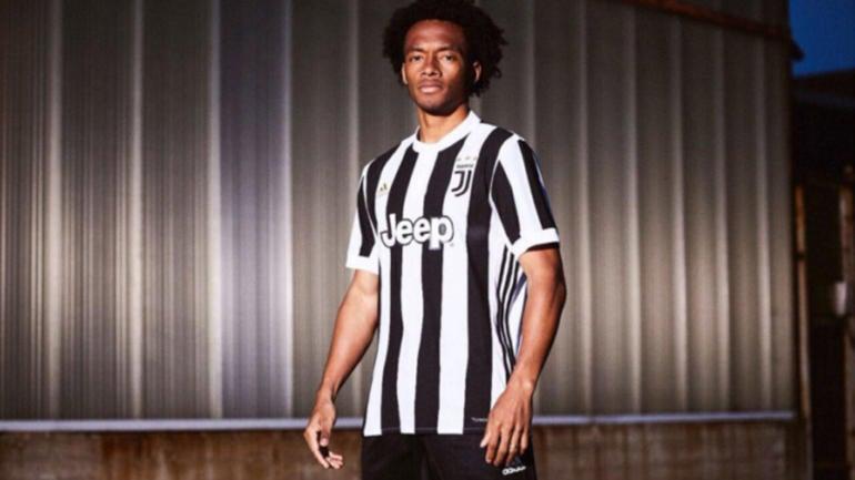 LOOK  Did Juan Cuadrado accidentally leak Juventus  new home kit on  Twitter  - CBSSports.com 28ce8bb9a