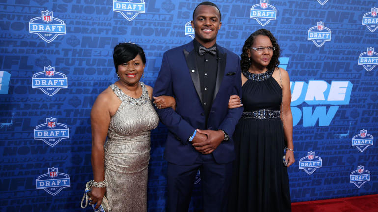WATCH: Deshaun Watson is brought to tears reading letter ...