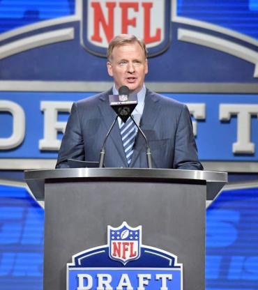 nfl draft 2017 latest draft news and predictions cbssports com