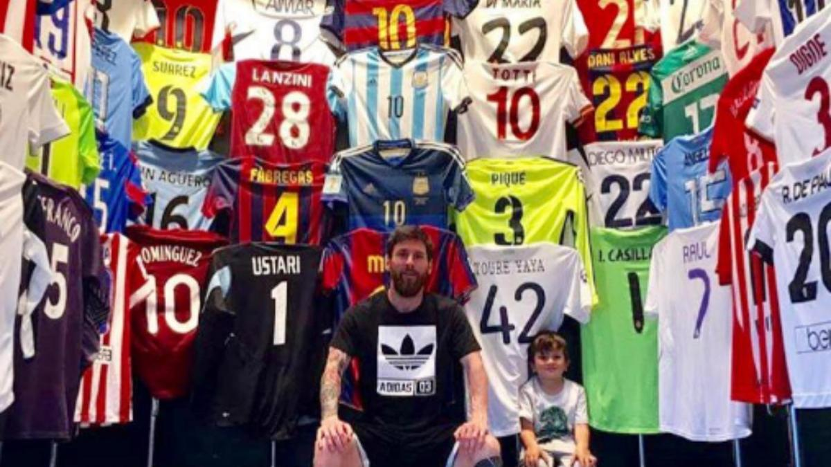 official photos f94c1 9f509 LOOK: Barcelona's Lionel Messi shows off maybe the world's ...