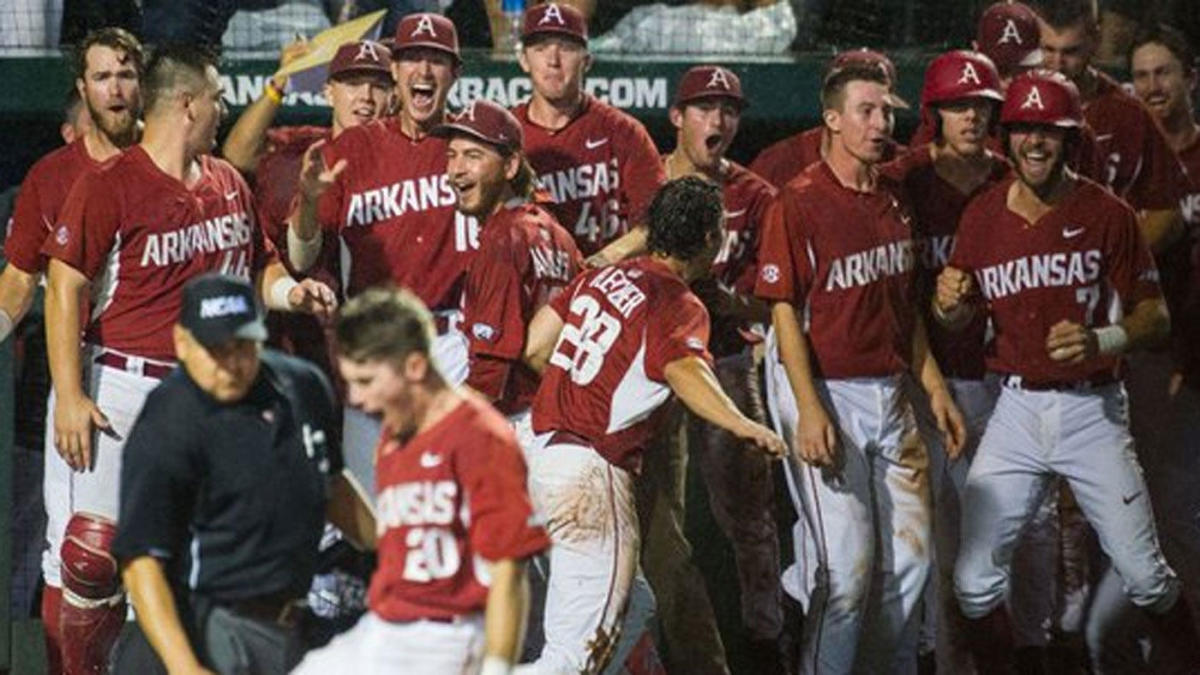 Arkansas baseball wins six-hour game that ends at 3:10 a m
