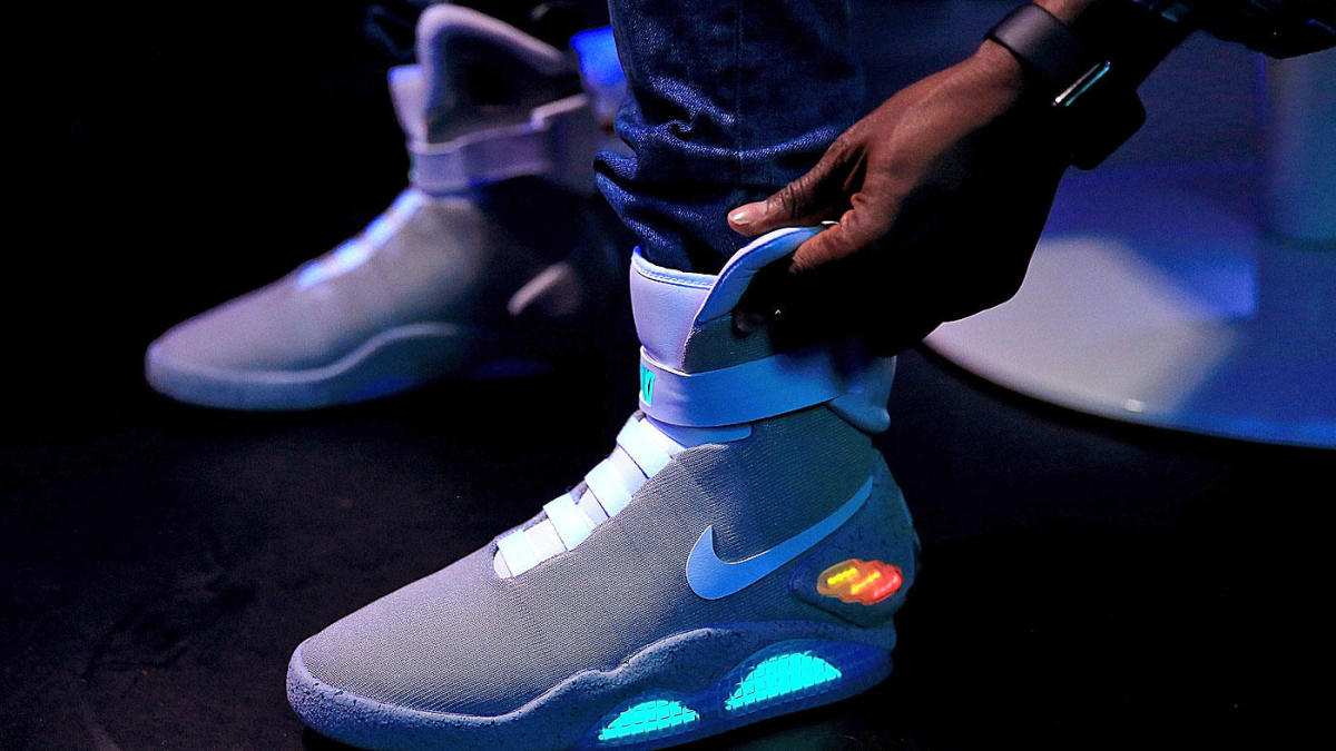 Continuación superávit nostalgia  Some Marty McFly fan dropped $52K for a pair of 'Back to the Future' Nike  Air Mags - CBSSports.com