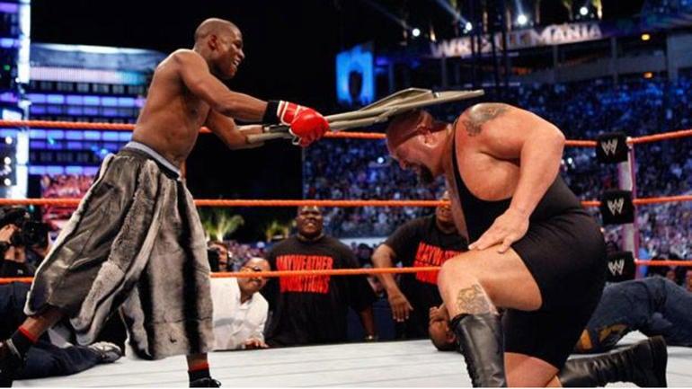 Triple H invites Floyd Mayweather, Conor McGregor to WWE Monday Night Raw - CBSSports.com