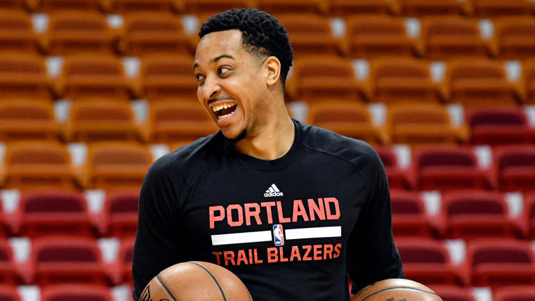 Report: C.J. McCollum, Damian Lillard reach out to Carmelo Anthony, pitch Blazers deal
