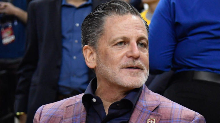 Cavaliers owner Dan Gilbert on LeBron James: 'It all revolves around the sun, which is him'
