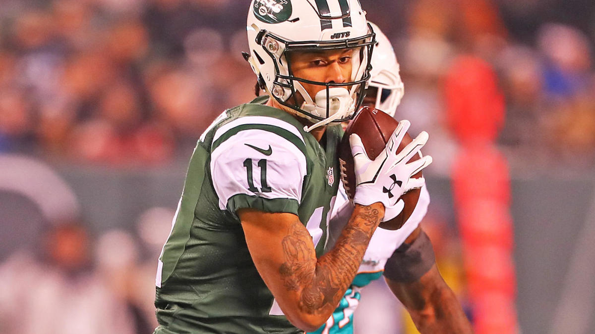 Saturday NFL games: Jets vs. Texans odds, line, top picks from proven expert who's 8-3 on New York games