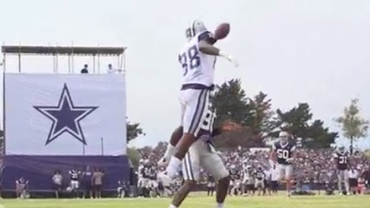 Look Dez Bryant Makes Wild One Handed Catch During Cowboys