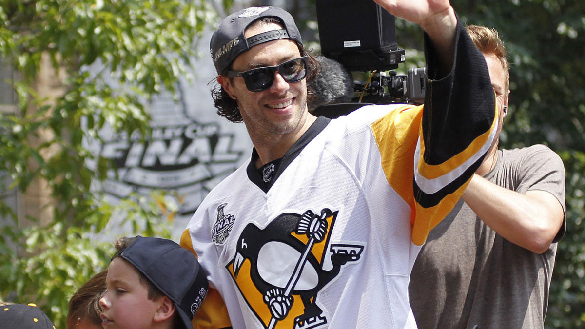 WATCH: Penguins' Matt Cullen announces his retirement with a tremendous farewell video