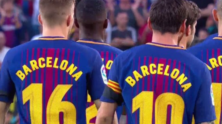 look barcelona pays emotional pregame tribute to deadly las ramblas attack victims