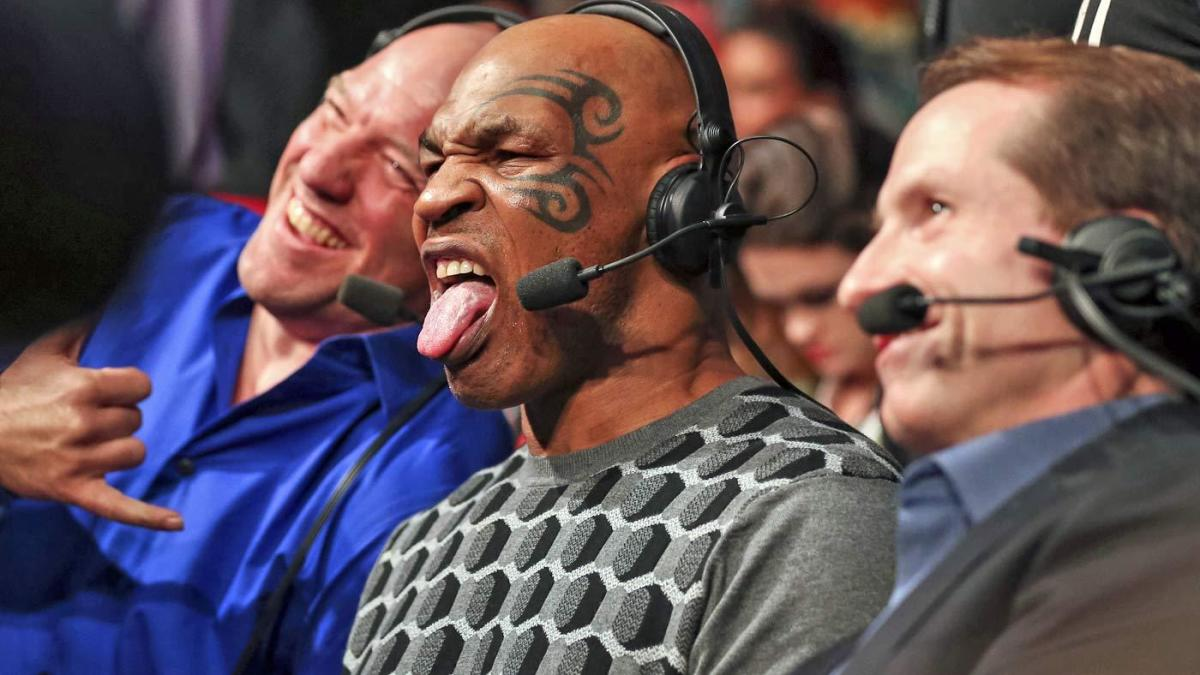 Mike Tyson gives shadowboxing demonstration to UFC fighters Justin Gaethje, Ottman Azaitar