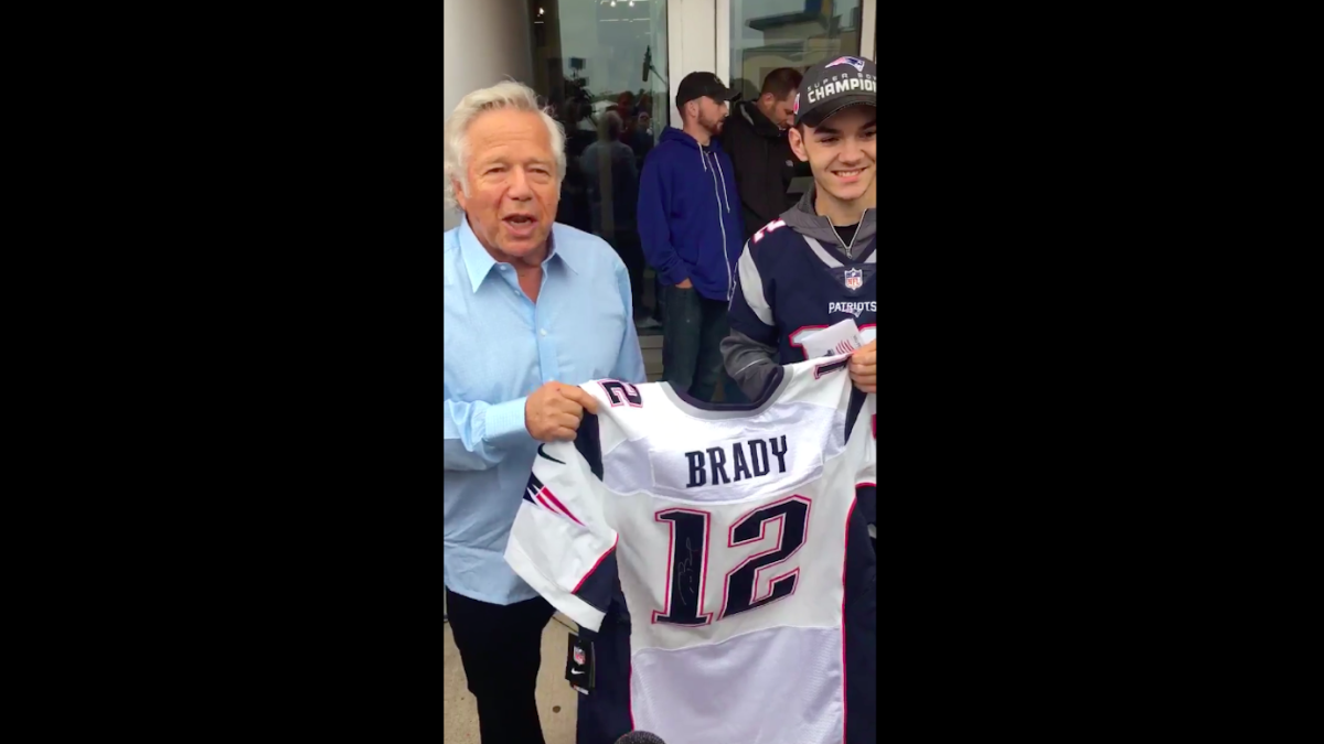 size 40 2adac 02f8e LOOK: Teen who found Tom Brady's stolen jersey gets awesome ...