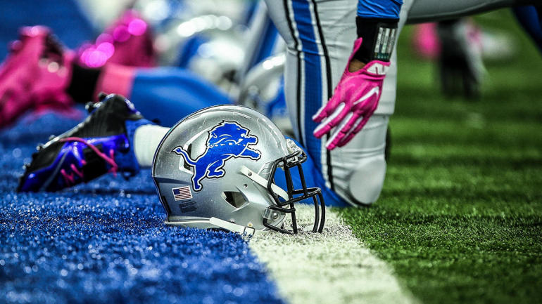 Lions-helmet-pregame
