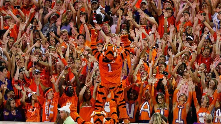 Clemson-mascot-fans