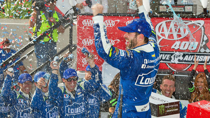 NASCAR Playoffs at Dover picks, odds: Johnson going for 12