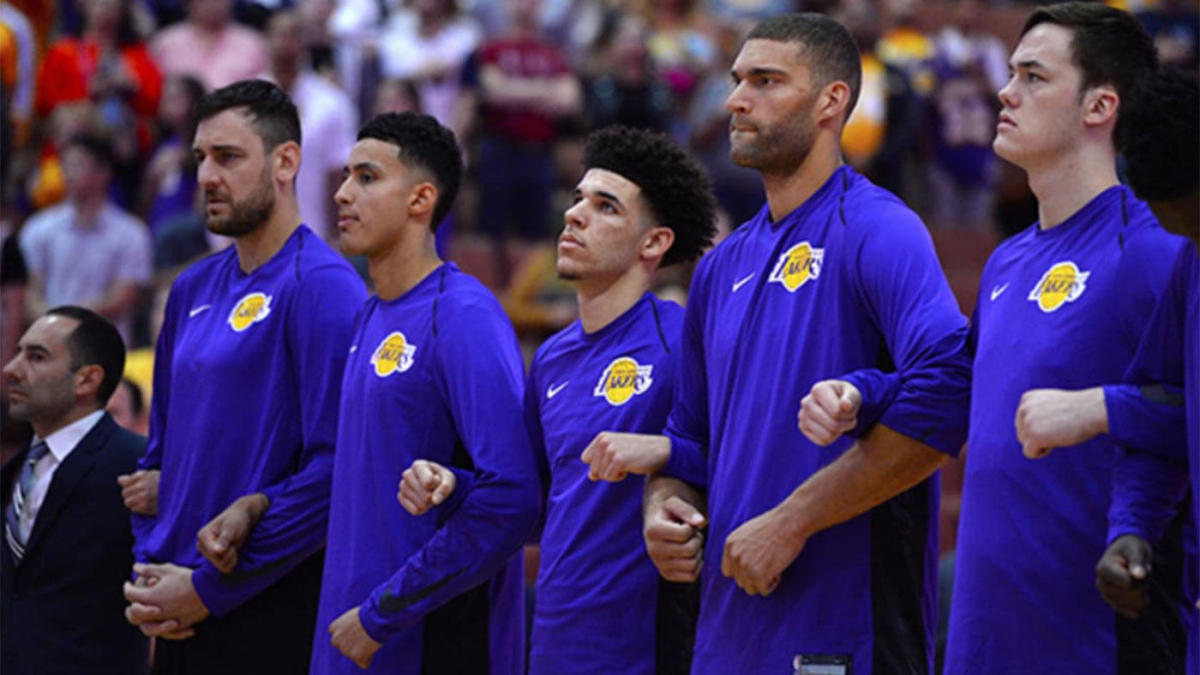 Luke Walton Expects Lakers To Lock Arms During National Anthem Before Every Game Cbssports Com
