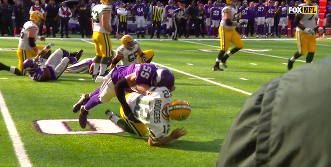 aaron-rodgers-hit-vikings-10-15-17.png