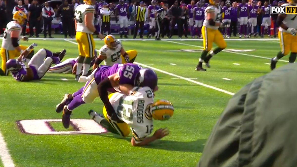 Aaron Rodgers taken down by Anthony Barr of the Vikings
