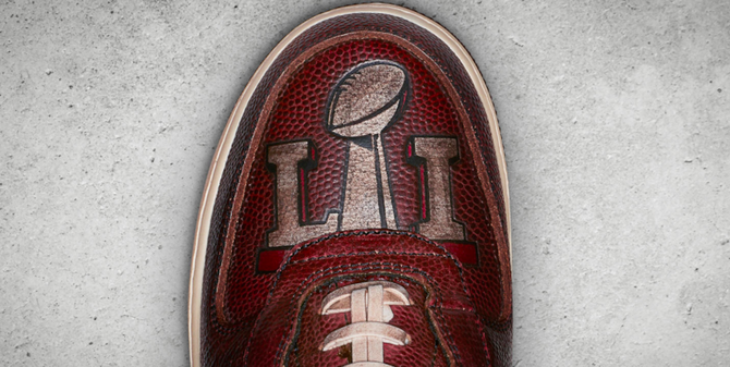 patriots-laces-super-bowl-shoe-10-19-17.png