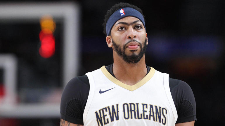 Pelicans' Anthony Davis leaves game with knee injury; MRI ...