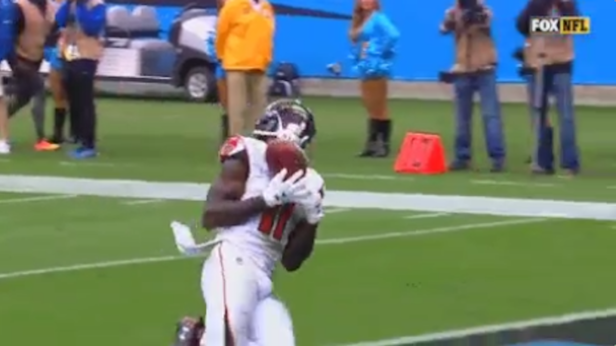 Falcons Julio Jones Somehow Drops Easy Wide Open Td On Crucial Fourth Down Cbssports Com