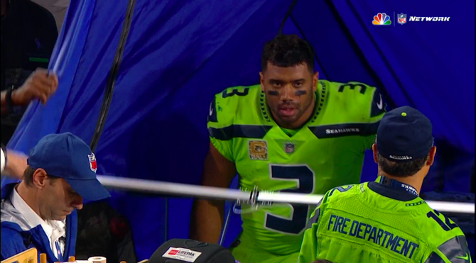 russell-wilson-tent-concussion-seahawks.png