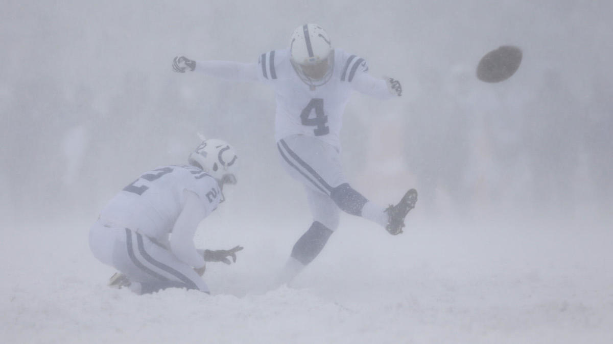 WATCH: Colts-Bills snow game goes completely off rails, Vinatieri hits PAT