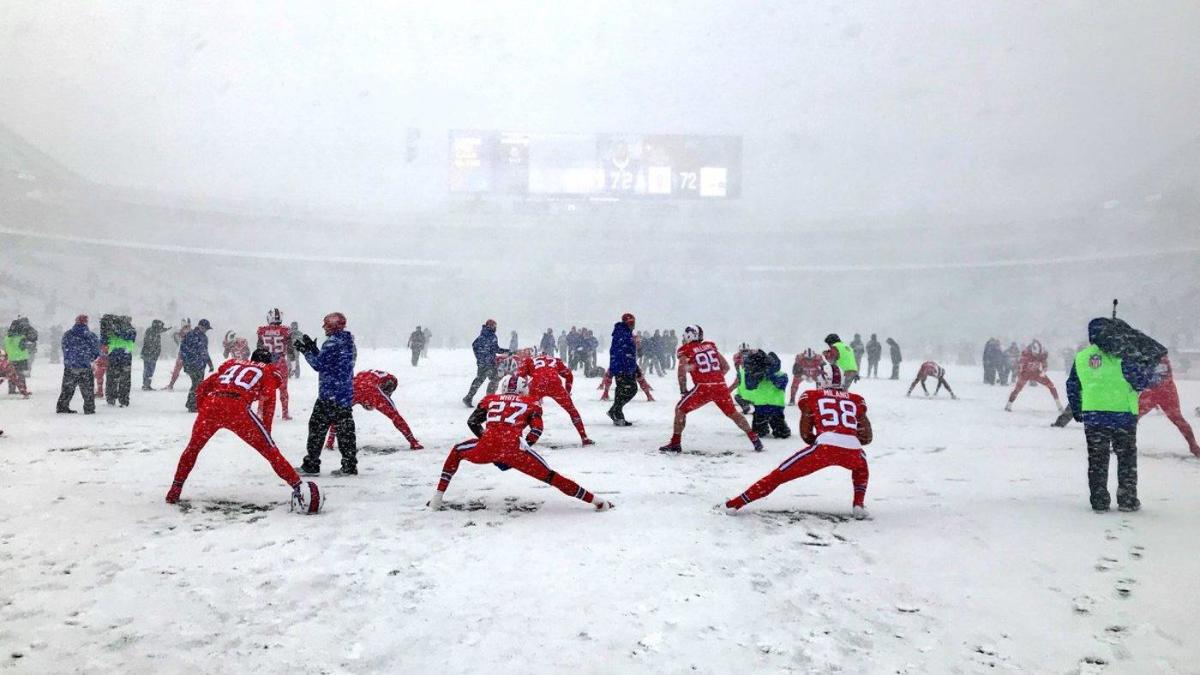 Watch Snow Is Dumping So Hard On The Colts Bills Game You Can T Even See The Field Cbssports Com