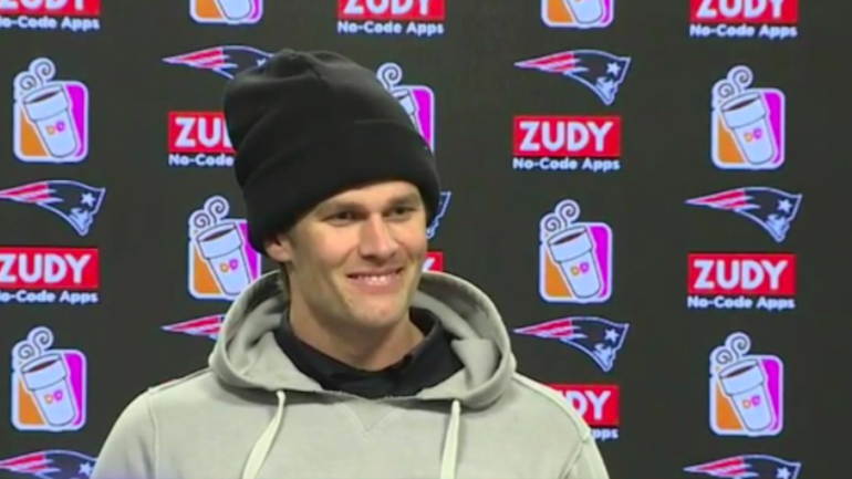 LOOK: Tom Brady's injured hand takes center stage at ...