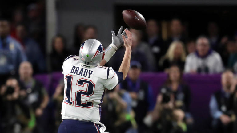 WATCH: Patriots run perfect trick play in Super Bowl but Tom Brady gets gator arms