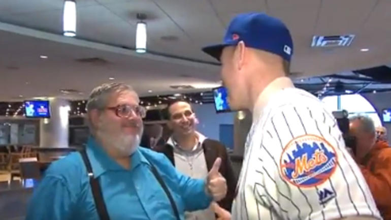 LOOK  The Todd Frazier thumbs down guy is now the thumbs up guy for the  Mets - CBSSports.com 48c87bc49a2