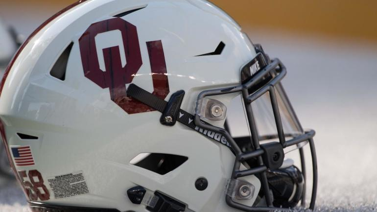 WATCH: 15-year-old with rare brain tumor scores TD in Oklahoma spring game