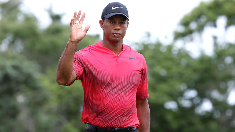 tiger woods score  after threatening for lead at the