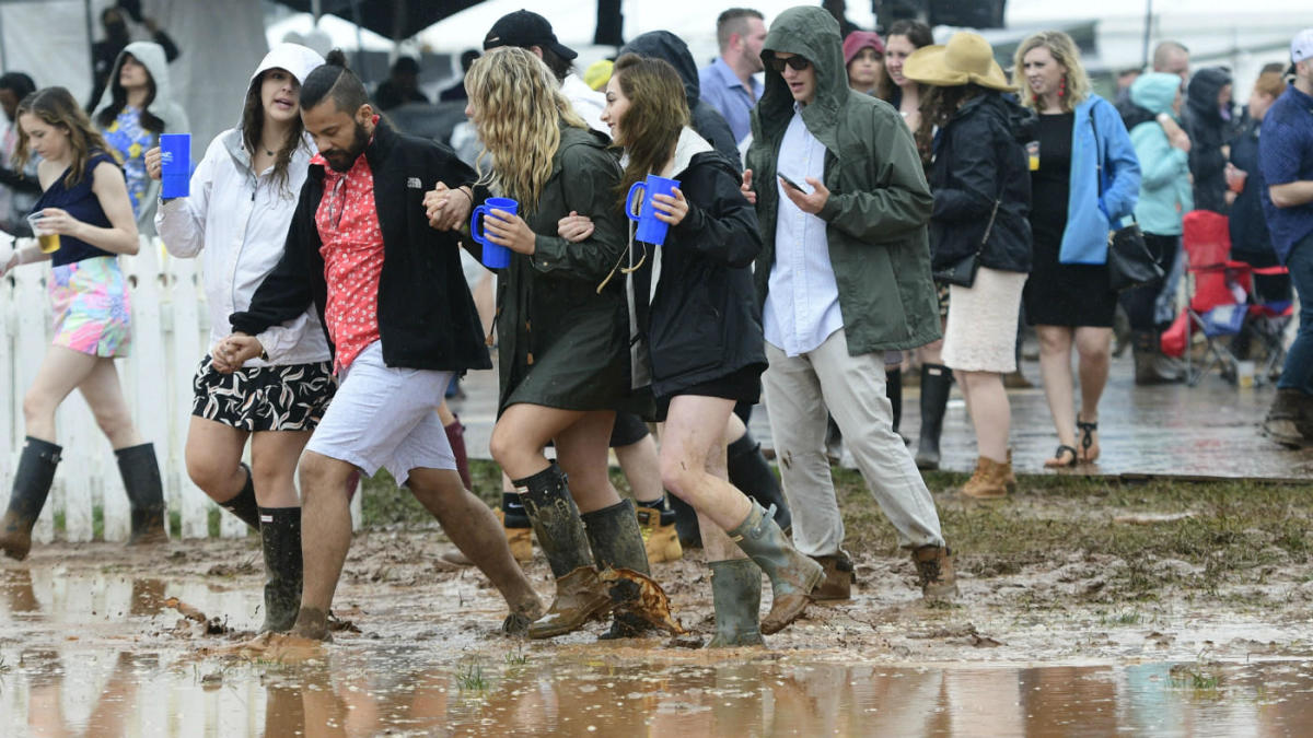 2019 preakness stakes  overflowing toilets  flushing