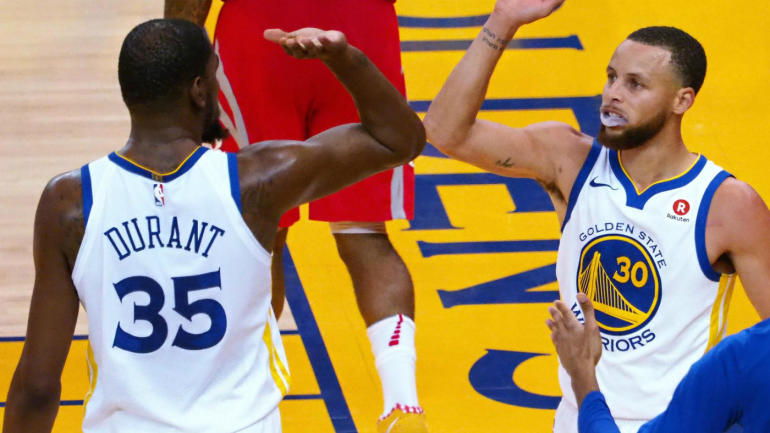 417209ab00f0 Warriors vs. Rockets Game 3  Kevin Durant gives Stephen Curry exactly what  he needs - CBSSports.com