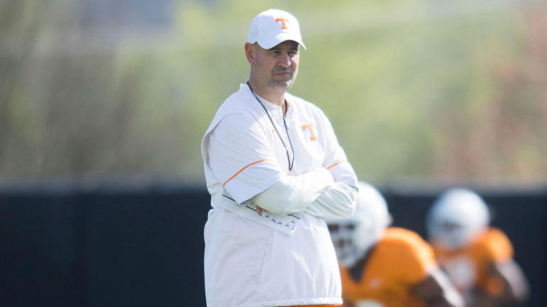 LOOK: Tennessee coach Jeremy Pruitt accurately calls out an Auburn offensive play pre-snap