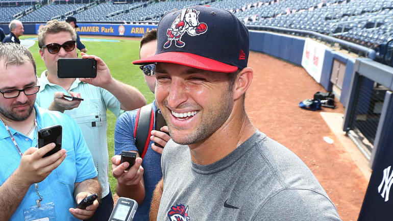 4b3301191 Tim Tebow responds to Steve Spurrier after getting offer to return to  football - CBSSports.com