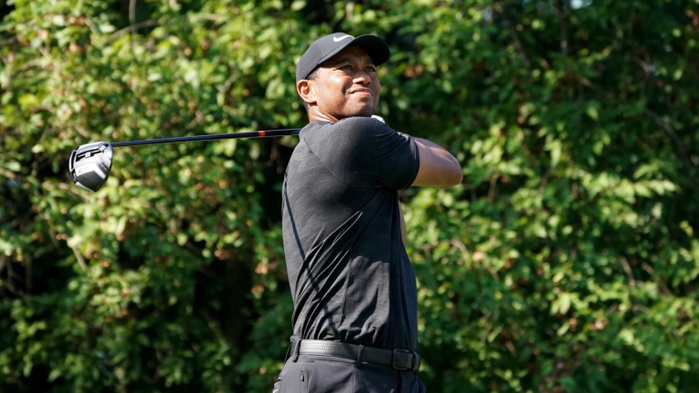 tiger woods score  six birdies in round 2 leads to big