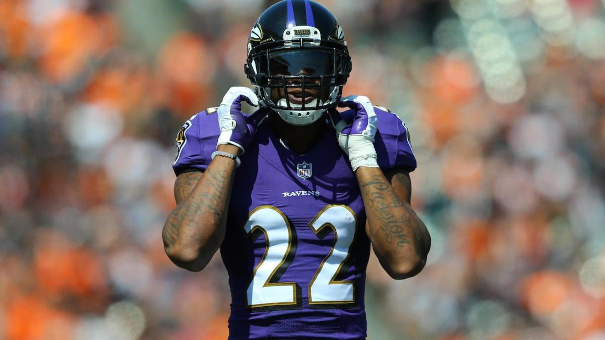 Jimmy Smith de los Ravens evita una lesión grave después de ser sacado del campo de práctica