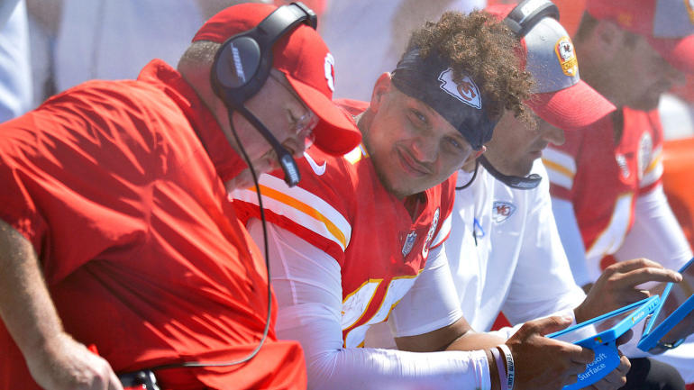 Sorting The Sunday Pile Patrick Mahomes Takes The Top Off Reids Offense For Exciting Chiefs Cbssports Com