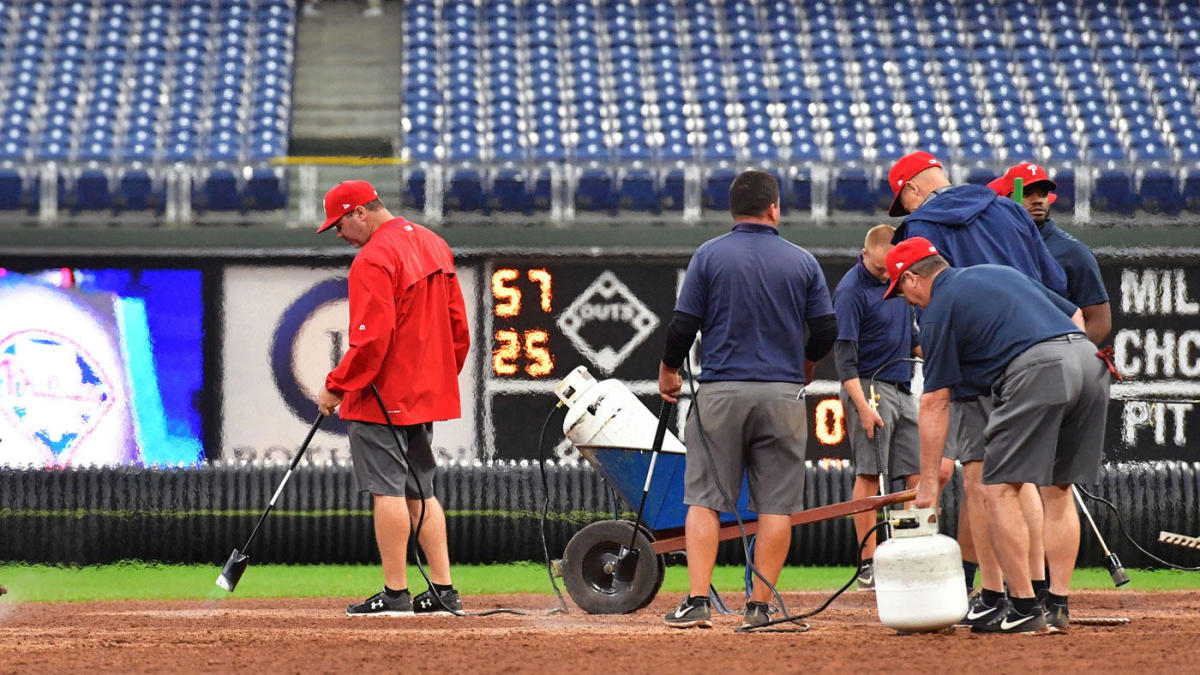 Phillies groundskeepers use flamethrowers to dry infield but
